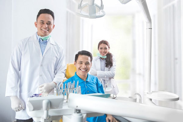 Finding The Right Cosmetic Dentist In Anaheim For Replacing Missing Teeth